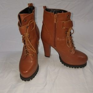 Shoes - NWOT tan ankle boot heelsn size 36